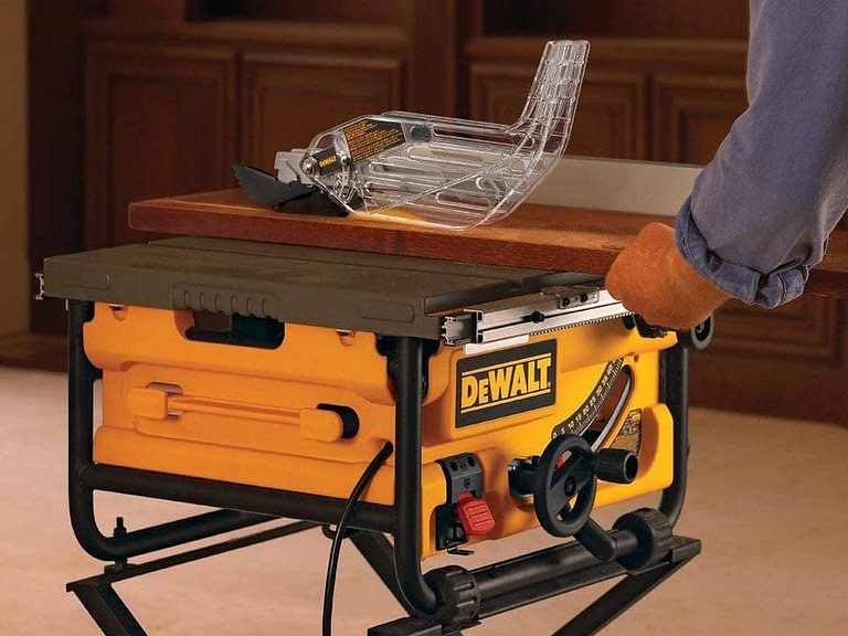 Best Portable Table Saw in 2021 – Reviews & Buying Guide
